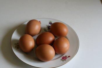 перед варкой яйца помыть