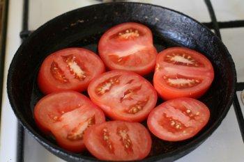 помидоры нарезать кружками