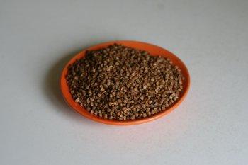 гречку перебрать, удалить грязь и черные зерна