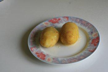 воду слить, картофель обсушить