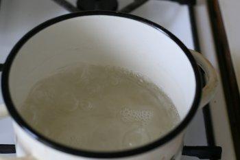 воду вскипятить