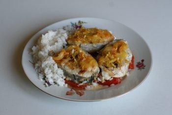 660. Треска жареная со сладким стручковым перцем и помидорами