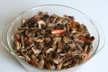 на помидоры выложить грибы