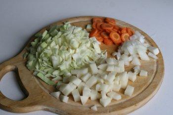 нашинковать все овощи кубиками