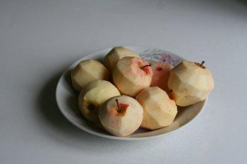 почистить кожуру у яблок