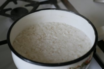варить до тех пор, пока рис набухнет