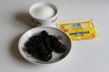 для компота из чернослива подготовить чернослив, сахар и лимонную кислоту