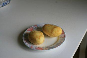 картофель очистить и нарезать брусочками